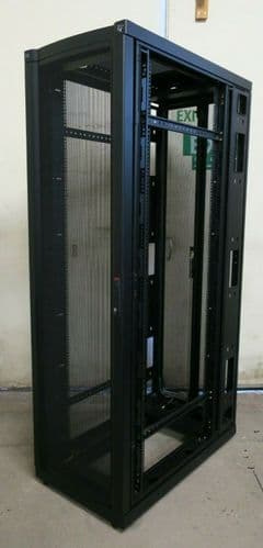 "APC AR2100BLK NetShelter VX Server 19"" 600 x 1070mm Networking Rack Cabinet 42U"